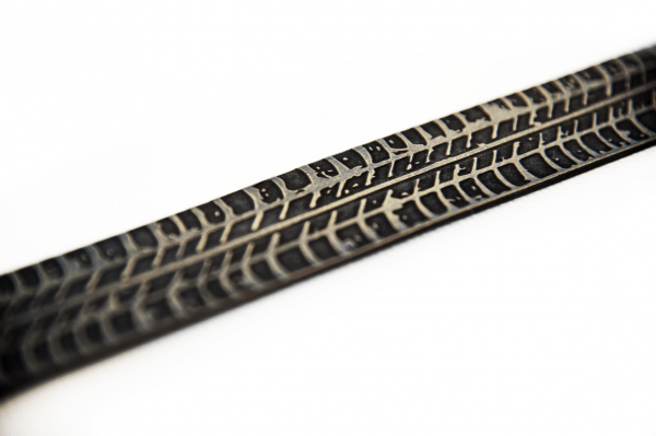Echtledergürtel mit Reifenspur graviert